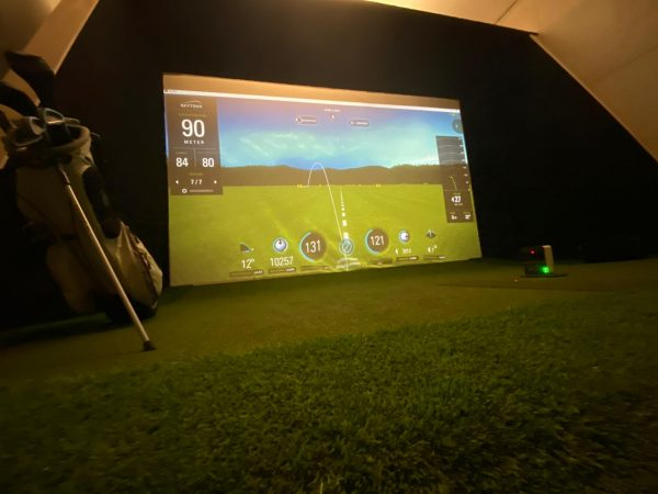 SkyTrak Golfsimulator inkl GFehäuse von I need Golf