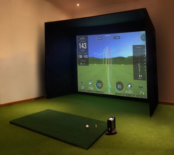 SkyTrak Golfsimulator inkl Gehäuse von I need Golf